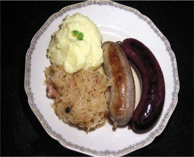 Sauerkraut mit Blut- und Leberwurst